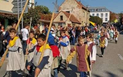 V průvodu na Burčákové slavnosti jsme nechyběli